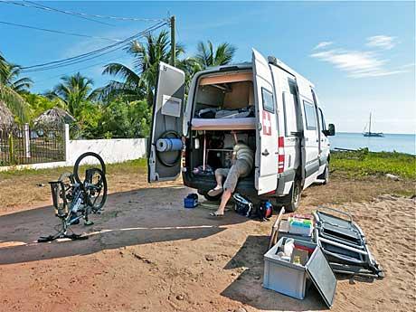 Reisemobil Sprinter an der Küste